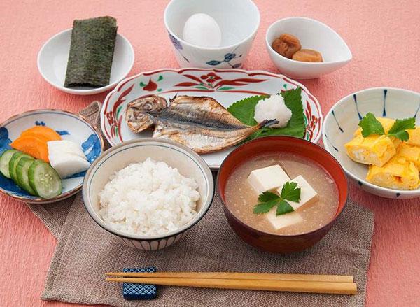 Bữa ăn sáng của người Nhật được chuẩn bị vô cùng chu đáo, giàu dinh dưỡng