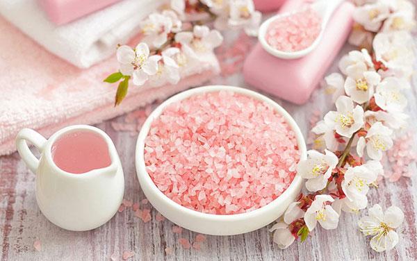 Ăn nhiều muối sẽ làm tăng bài tiết Canxi ra ngoài, gây mất Canxi
