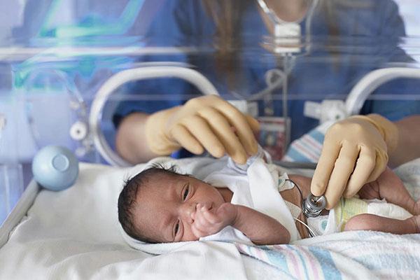 Trẻ mắc bệnh tim bẩm sinh thường rơi vào tình trạng còi cọc, thấp bé nhẹ cân, thấp lùn