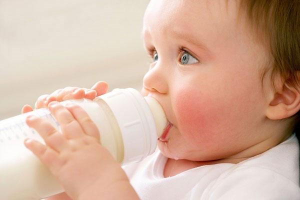 Uống sữa tùy tiện có thể khiến trẻ mắc chứng béo phì